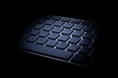 铝键盘细节黑暗 免版税图库摄影