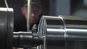 铣床导致金属在工厂的车床细节 股票视频