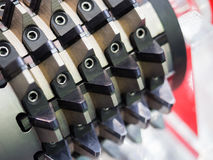 滚铣的持有人适应高精确度汽车齿轮古芝的切口 免版税库存图片