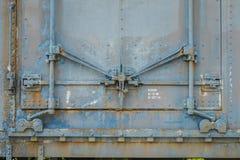 铰链和锁在一辆老被放弃的有轨机动车 图库摄影