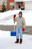 铲起雪的人 免版税图库摄影
