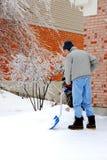 铲起雪风暴的冰 免版税库存照片