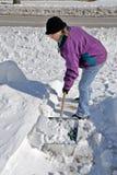 铲起雪 免版税库存照片