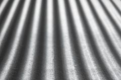 银与迷离的波状纸板背景在背景中 水平的射击 图库摄影