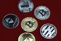 银和金子cryptocurrency硬币的汇集 免版税图库摄影