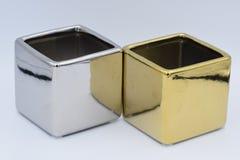 银和金白色背景的厂陶瓷工 库存图片