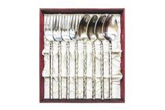 银器、银色叉子和匙子显示在箱子collec的 库存照片