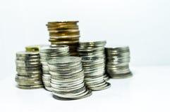 银币在垂直排列 免版税库存图片