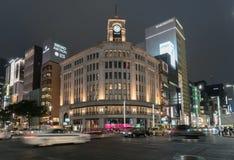 银座拥挤的街视图在东京 免版税库存照片