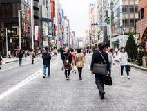 银座走的街道,东京,日本1 免版税图库摄影