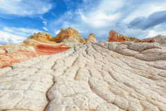 银朱的峭壁国家历史文物山白色口袋地区  库存照片