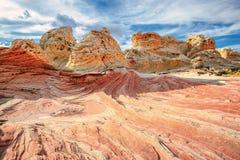 银朱的峭壁国家历史文物,亚利桑那白色口袋区域  库存照片