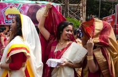 银朱的戏剧(Sindur khela)在durga puja期间 图库摄影