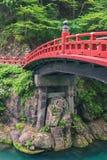银朱的桥梁在日光,日本 免版税库存图片