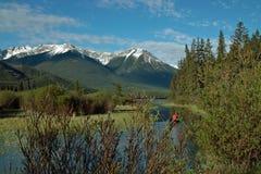 银朱的湖,班夫亚伯大加拿大。 免版税库存照片
