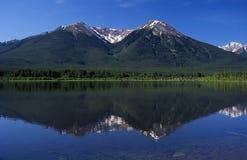 银朱的湖 免版税库存图片