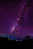 银河上升在塔在泰国 免版税库存照片