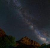 银河和岩石 库存图片