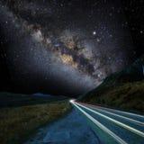 银河和路 免版税库存图片