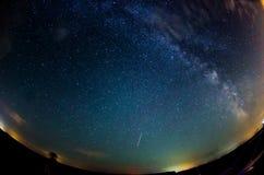 银河和满天星斗的天空与云彩 库存图片