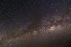 银河和满天星斗的天空从一台充分的框架照相机夺取了在3200 iso和f/2 8 **笔记:可看见的五谷在100% 库存图片