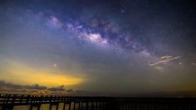 银河时间间隔在桥梁的 影视素材