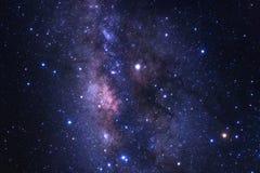银河星系的中心与星的和空间在拂去灰尘 免版税库存图片