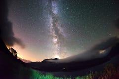 银河曲拱和满天星斗的天空在阿尔卑斯 Fisheye风景畸变和180度视图 库存图片