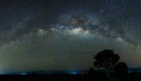 银河的全景射击在沙巴,马来西亚,婆罗洲的 免版税库存照片