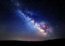 银河 与星的美丽的夏夜天空在克里米亚 免版税库存照片