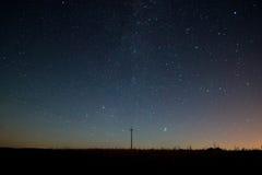 银河 与星的美丽的夏夜天空 免版税库存图片