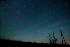 银河 与星的美丽的夏夜天空 图库摄影