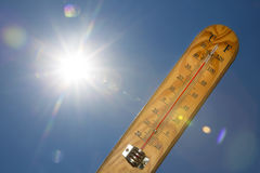 水银温度表夏天热太阳光 库存照片