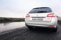 银灰色标致汽车508个SW,背面图 免版税库存照片