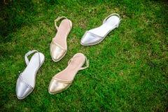 银穿上鞋子意大利人鞋子妇女鞋子 库存图片