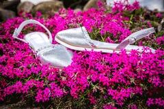 银色凉鞋,妇女的意大利鞋子 免版税库存图片