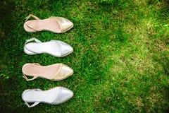 银色凉鞋,妇女的意大利鞋子 免版税库存照片
