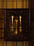 银色古色古香的器物 在金属构筑的三把葡萄酒叉子与 库存图片