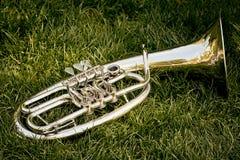 银色喇叭一个音乐管乐器乐队的特写镜头  免版税图库摄影