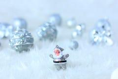 银色圣诞节装饰 皇族释放例证