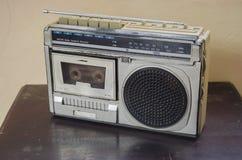 银色无线电盒式带录音机 图库摄影