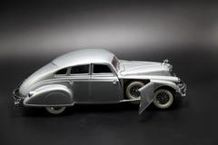 银色未来派汽车模型 免版税库存照片