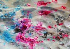 银色桃红色蓝色白色闪耀的被弄脏的水彩背景,蜡状的抽象纹理 库存照片
