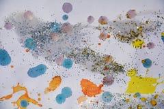 银色橙黄色蓝色金黄闪耀的光,冬天油漆水彩背景 库存照片