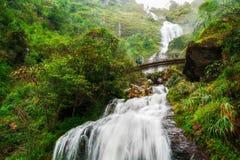 银色瀑布在Sapa,越南 免版税库存图片