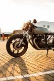 银色葡萄酒习惯摩托车caferacer 图库摄影