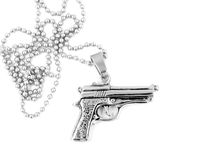 银色项链左轮手枪脖子 免版税库存图片
