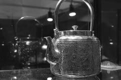 银色水壶黑白图象 免版税库存照片