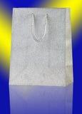 银色购物袋。 免版税库存照片