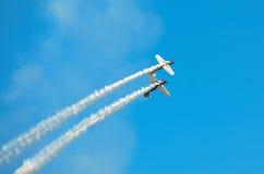 银行业务特技飞机 免版税库存图片